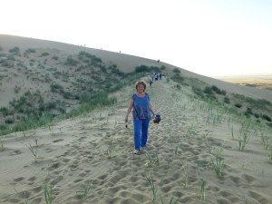 "И.И. Гуреева в местах съемки фильма ""Белое солнце пустыни"""