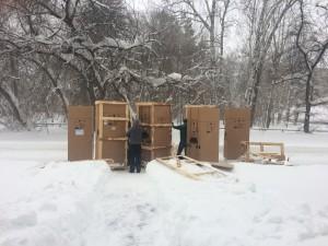 Выгрузка новых морозильных камер для карантинной комнаты
