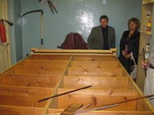 Шкаф в процессе реставрации  в мастерской Томского краеведческого музея