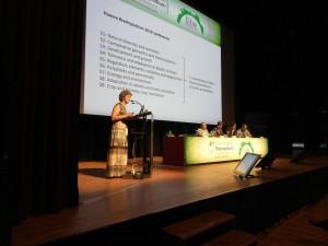 Профессор Пилар Каталан говорит приветственную речь на открытии конференции.