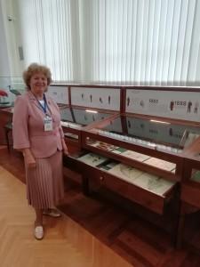 Ирина Ивановна Гуреева у экспозиции Гербария ТГУ